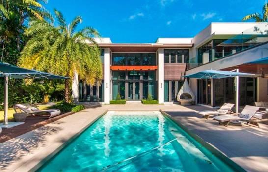 Ozuna adquiere mansión en Miami de 5,4 millones de dólares