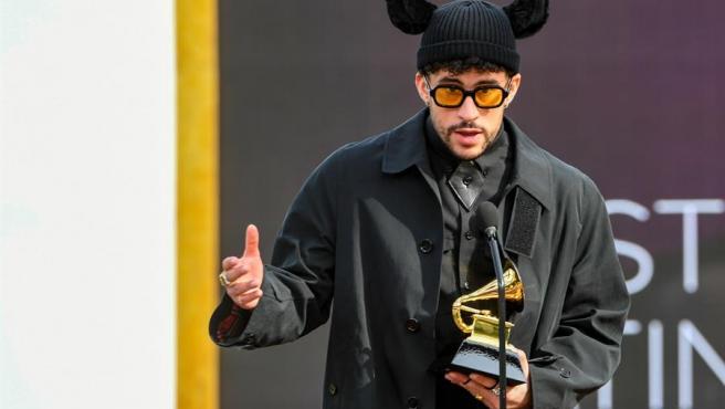 Bad Bunny gana el primer Grammy de su carrera con 'YHLQMDLG'