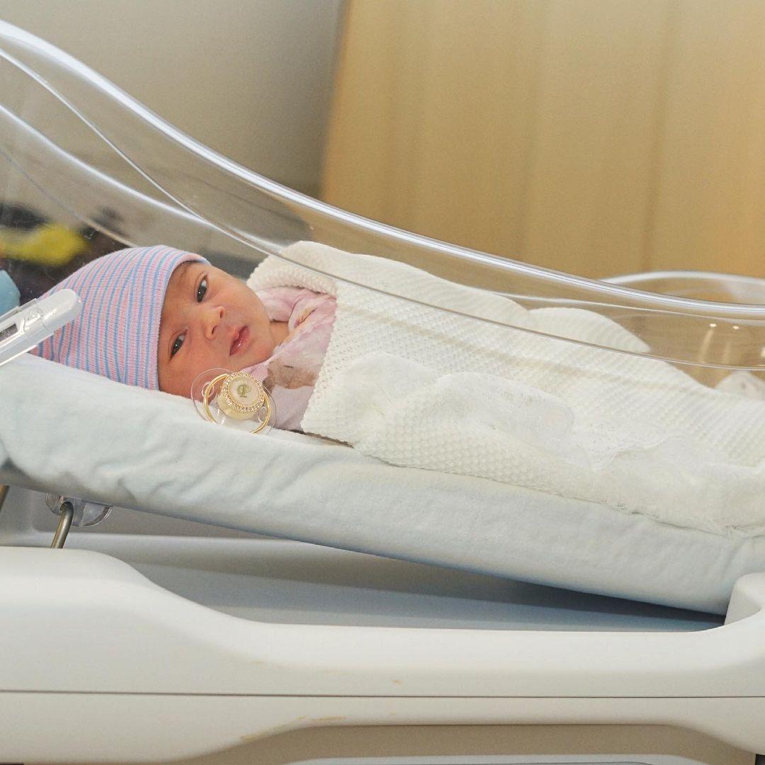 Natti Natasha y Raphy Pina muestran las primeras imágenes de su hija Vida Isabelle