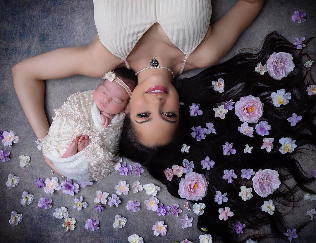 Natti Natasha comparte primeras fotografías con su hija Vida Isabelle en Instagram